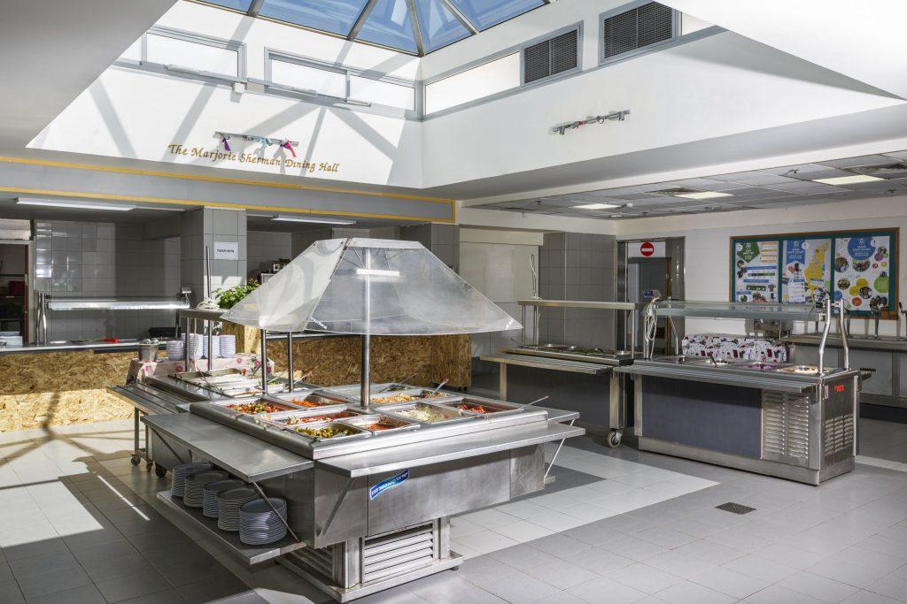 חדר האוכל- הגשה